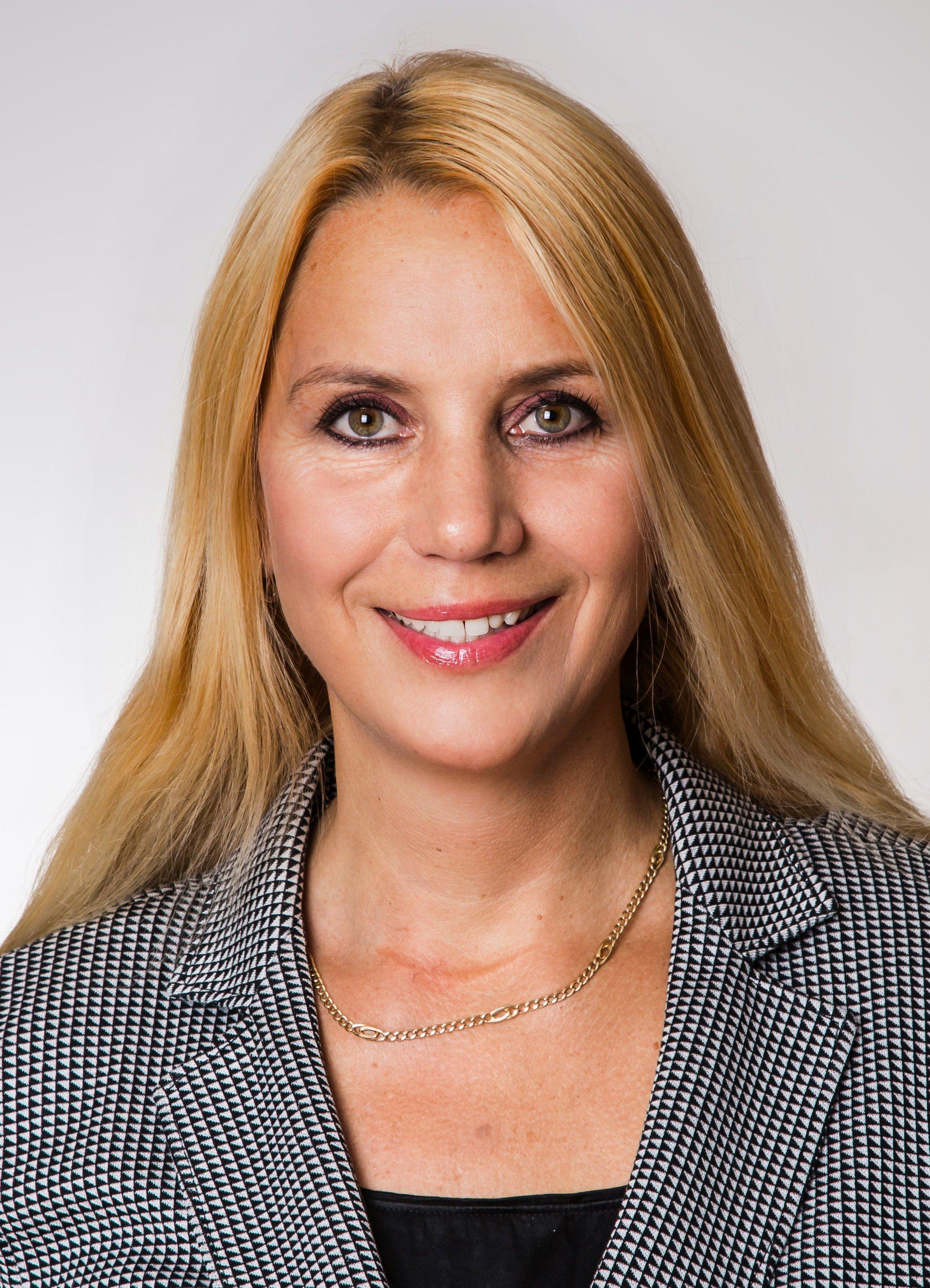 Dr. Isabella Holst